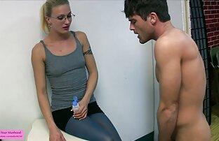 Marie McCray xxx gay de jovencitos trabaja su coño con un vibrador