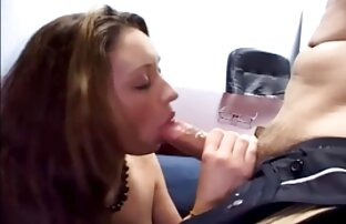 Latina young gay xxx chorros usando Fuck Machine y dedos.