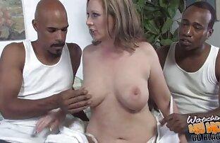 Jessica Taylor va a trabajar con padre e hijo gay follando un vibrador rosa